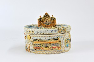 Laurel-Billington-Melbourne-Pot-Oval-lidded-stoneware-pot-underglaze-glaze-and-gold-lustre-12x13cm